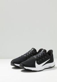 Nike Performance - QUEST 2 - Zapatillas de running neutras - black/white - 2