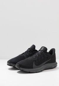 Nike Performance - QUEST 2 - Hardloopschoenen neutraal - black/anthracite - 2