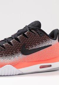 Nike Performance - TECH CHALLENGE VAPOR - Tenisové boty na antuku - black/white/hot lava/wolf grey - 5