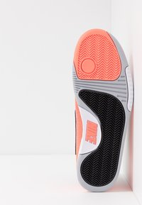 Nike Performance - TECH CHALLENGE VAPOR - Tenisové boty na antuku - black/white/hot lava/wolf grey - 4