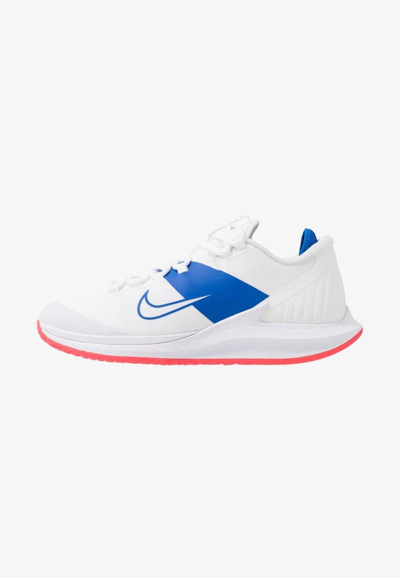 Nike Performance - COURT AIR ZOOM - Tenisové boty na všechny povrchy - white/game royal/flash crimson