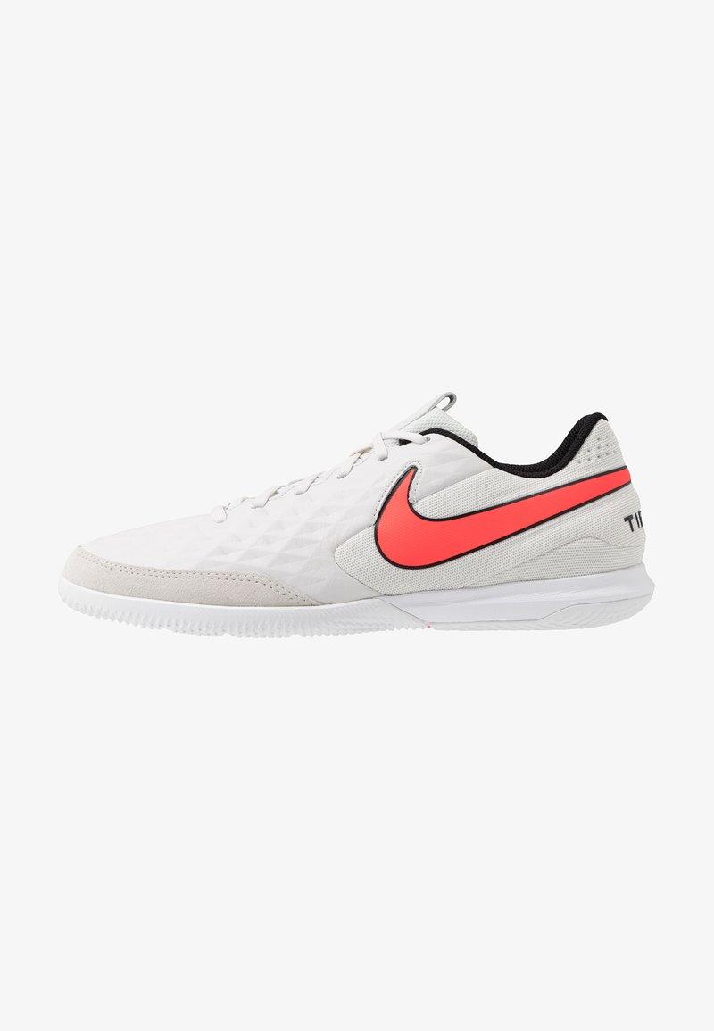 Nike Performance - TIEMPO LEGEND 8 ACADEMY IC - Botas de fútbol sin tacos - tint/bright crimson/white/black