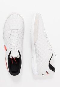 Nike Performance - TIEMPO LEGEND 8 ACADEMY IC - Botas de fútbol sin tacos - tint/bright crimson/white/black - 1