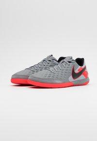 Nike Performance - TIEMPO LEGEND 8 ACADEMY IC - Chaussures de foot en salle - metallic bomber grey/black/particle grey - 1