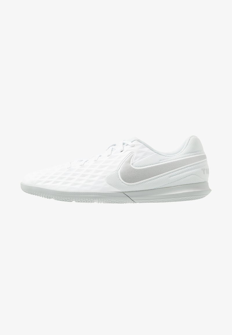 Nike Performance - LEGEND 8 CLUB IC - Fotbollsskor inomhusskor - white/chrome/pure platinum/wolf grey