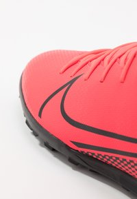 Nike Performance - MERCURIAL CLUB TF - Korki Turfy - laser crimson/black - 5