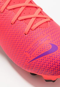 Nike Performance - MERCURIAL VAPOR 13 ACADEMY MG - Voetbalschoenen met kunststof noppen - laser crimson/black - 5