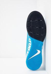 Nike Performance - VAPOR 13 ACADEMY IC - Futsal-kengät - blue hero/white/obsidian - 4