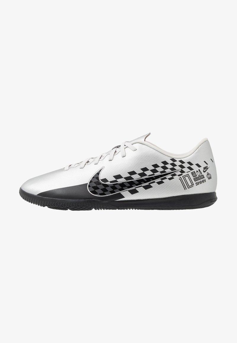 Nike Performance - VAPOR 13 CLUB NEYMAR IC - Fußballschuh Halle - chrome/black/red orbit/platinum tint/white
