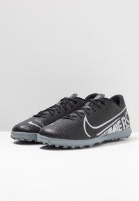 Nike Performance - MERCURIAL VAPOR 13 CLUB TF - Botas de fútbol multitacos - black/metallic cool grey/cool grey - 2