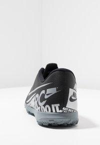 Nike Performance - MERCURIAL VAPOR 13 CLUB TF - Botas de fútbol multitacos - black/metallic cool grey/cool grey - 3