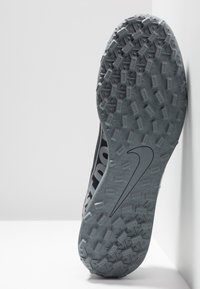 Nike Performance - MERCURIAL VAPOR 13 CLUB TF - Botas de fútbol multitacos - black/metallic cool grey/cool grey - 4