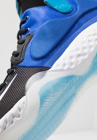 Nike Performance - KD TREY 5 VII - Obuwie do koszykówki - racer blue/white/black/blue hero/deep royal blue - 5