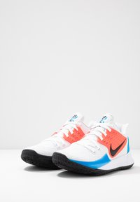 Nike Performance - KYRIE LOW 2 - Basketbalschoenen - white/black/blue hero/flash crimson - 2