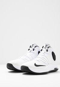 Nike Performance - AIR VERSITILE IV - Indoorskor - white/black - 2