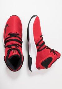 Nike Performance - AIR VERSITILE IV - Basketbalové boty - university red/black/white - 1