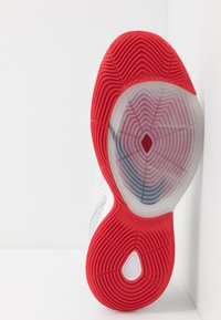 Nike Performance - ZOOM RIZE - Koripallokengät - white/red orbit/aurora green - 4
