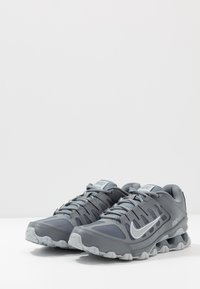 Nike Performance - REAX 8  - Sports shoes - cool grey/black/wolf grey - 2