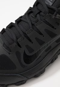 Nike Performance - REAX 8  - Trainings-/Fitnessschuh - black/anthracite - 5