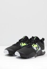 Nike Performance - RENEW RETALIATION TRAINER - Obuwie treningowe - dark smoke grey/black/ghost green/white/sapphire - 2