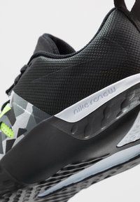 Nike Performance - RENEW RETALIATION TRAINER - Obuwie treningowe - dark smoke grey/black/ghost green/white/sapphire - 5