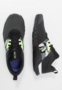 Nike Performance - RENEW RETALIATION TRAINER - Obuwie treningowe - dark smoke grey/black/ghost green/white/sapphire - 1