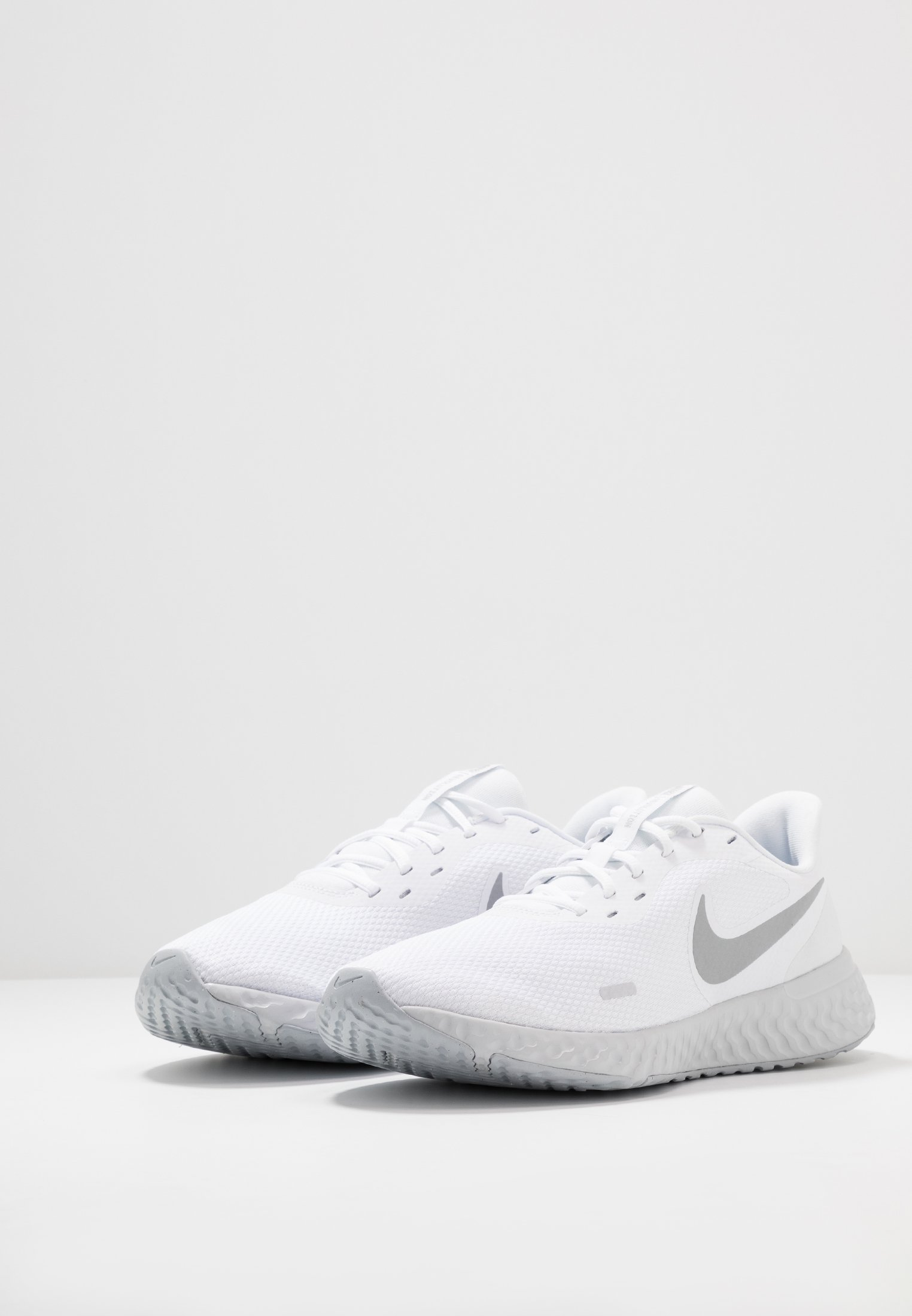 Nike Performance REVOLUTION 5 - Obuwie do biegania treningowe - white/wolf grey/pure platinum
