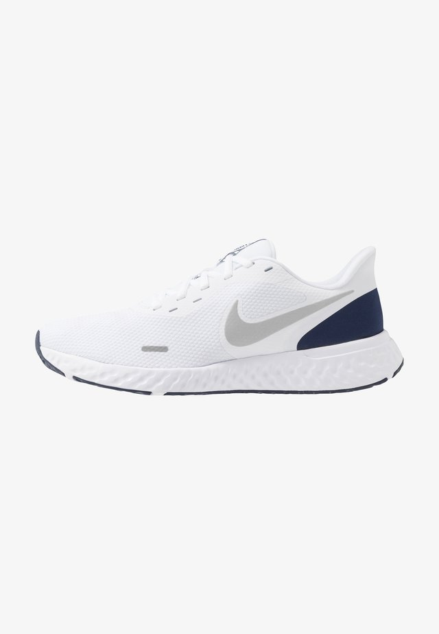 REVOLUTION 5 - Neutral running shoes - white/metallic silver/midnight navy