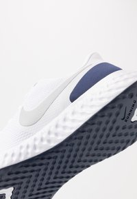 Nike Performance - REVOLUTION 5 - Neutral running shoes - white/metallic silver/midnight navy - 5