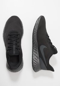 Nike Performance - REVOLUTION 5 - Obuwie do biegania treningowe - black/anthracite