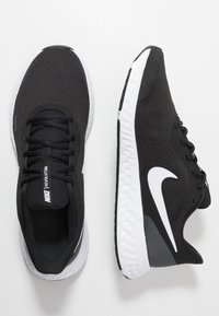 Nike Performance - REVOLUTION 5 - Neutral running shoes - black/white/anthracite - 1