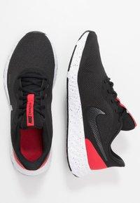 Nike Performance - REVOLUTION 5 - Neutrala löparskor - black/anthracite/university red - 1