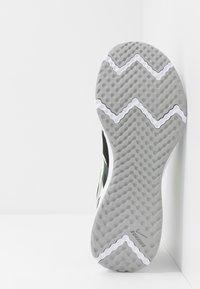 Nike Performance - REVOLUTION 5 - Hardloopschoenen neutraal - black/white/ghost green/sapphire/dark smoke grey/light smoke grey - 4
