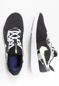 Nike Performance - REVOLUTION 5 - Hardloopschoenen neutraal - black/white/ghost green/sapphire/dark smoke grey/light smoke grey - 1