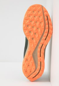 Nike Performance - ZOOM PEGASUS 36 TRAIL GTX - Vaelluskengät - galactic jade/black/juniper fog/khaki - 4