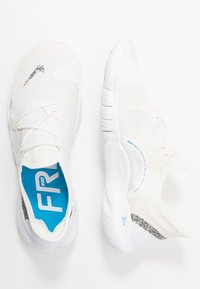 Nike Performance - FREE RUN 5.0 ANTI WINTER - Zapatillas running neutras - white/blue hero/summit white - 1
