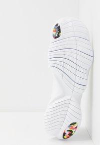 Nike Performance - FREE RUN 5.0 ANTI WINTER - Zapatillas running neutras - white/blue hero/summit white - 4