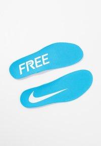 Nike Performance - FREE RUN 5.0 ANTI WINTER - Zapatillas running neutras - white/blue hero/summit white - 5
