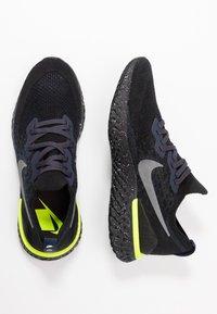 Nike Performance - EPIC REACT FLYKNIT 2 SE - Neutrala löparskor - black/sequoia/summit white - 1