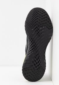 Nike Performance - EPIC REACT FLYKNIT 2 SE - Neutrala löparskor - black/sequoia/summit white - 4