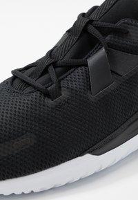 Nike Performance - RENEW ARENA SPT - Neutrální běžecké boty - black/white - 5