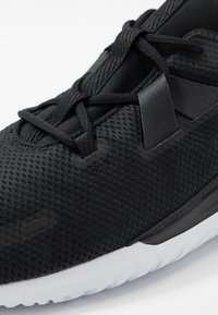 Nike Performance - RENEW ARENA SPT - Zapatillas de running neutras - black/white - 5