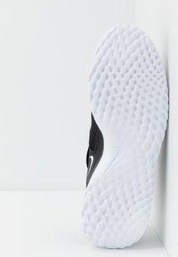 Nike Performance - RENEW ARENA SPT - Zapatillas de running neutras - black/white - 4