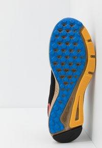 Nike Performance - QUEST 2 SE - Neutral running shoes - off noir/bright crimson/cargo khaki - 4