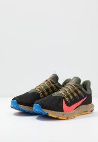 Nike Performance - QUEST 2 SE - Neutral running shoes - off noir/bright crimson/cargo khaki - 2