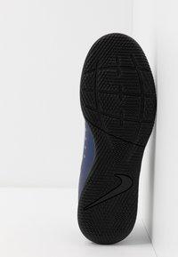 Nike Performance - MERCURIAL VAPOR 13 CLUB IC - Botas de fútbol sin tacos - blue void/metallic silver - 4