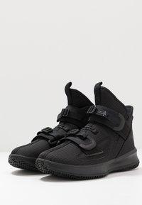 Nike Performance - LEBRON SOLDIER XIII - Indoorskor - black - 2