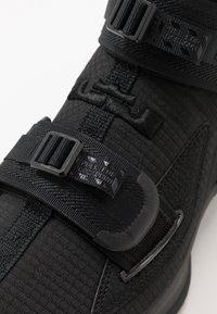 Nike Performance - LEBRON SOLDIER XIII - Indoorskor - black - 5