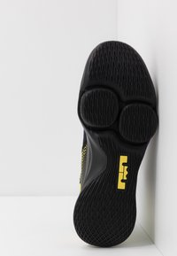 Nike Performance - LEBRON WITNESS IV - Obuwie do koszykówki - black/voltage purple/opti yellow/white - 4