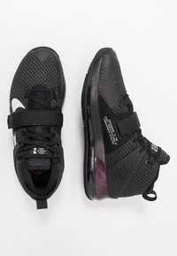Nike Performance - AIR FORCE MAX II - Indoorskor - black/white - 1